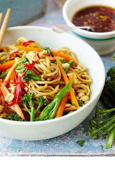 Rustling up a quick, nutritious Chinese new year supper couldn't be easier with this delicious noodle dish.