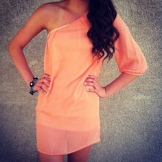 Love the color.. I NEED this