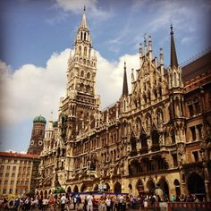 Neues Rathaus şu şehirde: München, Bayern This place is the most beautiful building I've ever seen
