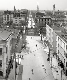 """Savannah, Georgia, circa 1901. """"Bull Street."""".....just fill in the cars...the rest is still the same! (well, the trees in the square are way bigger)"""
