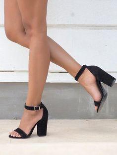 Roselyn Siyah Süet Kalın Topuklu Sandalet