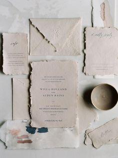 Las invitaciones son la carta de presentación de tu gran día. No las elijas al azar, inspírate en esta idea #wedding #invitaciones