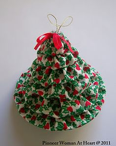 ~ Scraps Creatively Reused and Recycled Art Projects: How to Make a Stacked Yo-Yo Christmas Tree Ornament ~ S. ~ Scraps Creatively Reused and Recycled Art Projects: How to Make a Stacked Yo-Yo Christmas Tree Ornament Christmas Ornament Crafts, Christmas Sewing, Christmas Projects, Christmas Tree Ornaments, Holiday Crafts, Christmas Crafts, Xmas Tree, Fabric Ornaments, Handmade Ornaments