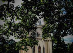 ¡Lee sobre la residencia más romántica de los monarcas rusos en nuestra publicación! Alexandria Park, Peterhof Palace, Seaside Park, Gothic Architecture, Most Romantic, Virtual Tour, Day Trip, Big Ben, Tours