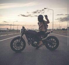 Ducati Scrambler Cafe Racer Biker Baby, Biker Girl, Ducati Scrambler, Bobber, Bad Boy Style, Moto Bike, Bad Boys, Boy Fashion, Motorcycles