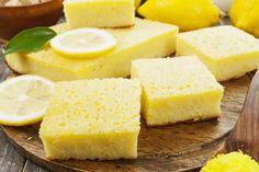 La torta soffice cocco e limone è un dolce dal sapore fresco, dalla consistenza soffice e morbidissima e soprattutto facilissima da preparare. Cosa volere di più? Ecco come prepararla