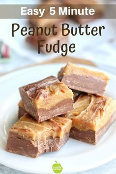 Easy 5 Minute Microwave Peanut Butter Fudge Easy peanut butter fudge is made in the microwave using sweetened condensed milk. This chocolate fudge recipe is so easy it's the perfect Christmas candy recipe. Peanut Butter Cups, Microwave Peanut Butter Fudge, No Bake Fudge, Chocolate Peanut Butter Fudge, Peanut Butter Recipes, Easy Chocolate Fudge, Easy Microwave Fudge, Chocolate Tarts, Peanut Milk Recipe