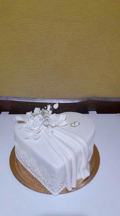 Elegant Wedding Cakes, Beautiful Wedding Cakes, Wedding Cake Designs, Heart Shaped Wedding Cakes, Heart Shaped Cakes, Beautiful Birthday Cakes, Cool Birthday Cakes, Different Types Of Cakes, Fondant Flower Tutorial