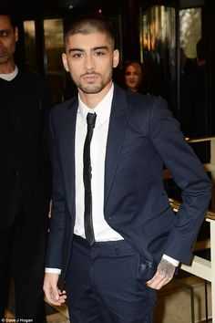 Hello sailor! Zayn looked sharp in a navy suit for the evening as he posed for photographs inside the hotel