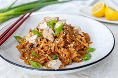Ryžové rezance s kuracím mäsom a arašidovou omáčkou Asian Recipes, Healthy Recipes, Ethnic Recipes, Fried Rice, Tofu, Risotto, Good Food, Food And Drink, Low Carb