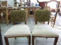 Pour une cliente de l'atelier, je me charge de la réfection de 2 fauteuils bridge .   La chaise a été complétement dégarnie,  recollée, puis...