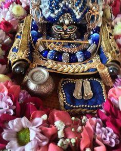 Харе Кришна, наш дорогой Гирирадж сегодня в синем! Hare Krishna, our dear Giriraj is in blue today!