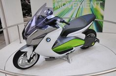 BMW C evolution is the first prototype of the pre e-scooters will very soon be seen on drumovima beside us.  The development process has involved a great deal of expertise and competence in a number of departments within the BMW Group.  New e-scoot