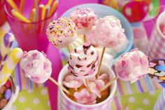 How to Decorate Marshmallow Pops #marshmallows #pops #diy #decorate #sweet