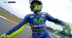 Valentino Rossi è tornato a vincere! Con la sua Yamaha ha tagliato per primo il traguardo al termine di una gara entusiasmante, vincendo il Gp d'Olanda di