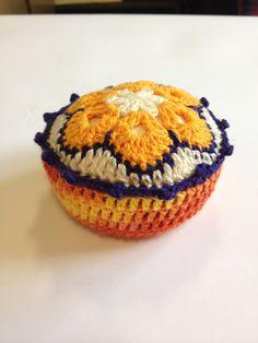 Agulheiro - Crochê - Reciclagem Tampa Vidro  Facebook - O Quintal da Jacque
