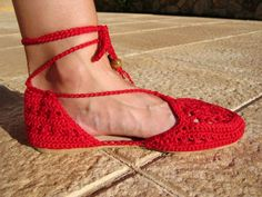 Amazing Crochet Shoes and Slippers Diy Crochet And Knitting, Crochet Slippers, Thread Crochet, Espadrilles, Crochet Sandals, Colorful Heels, Slipper Boots, Comfortable Sandals, Boot Cuffs