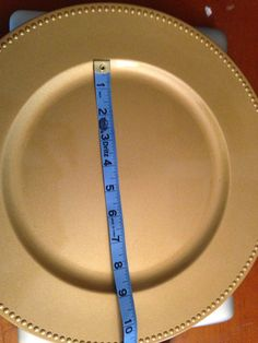 How to (Perfectly) Decorate Charger Plates with Silhouette ~ Silhouette School Charger Plate Crafts, Charger Plates, Plate Chargers, Dollar Tree Plates, Dollar Tree Crafts, Silhouette Vinyl, Silhouette Cameo Projects, Silhouette School, Hoe