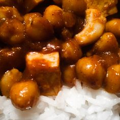 Chickpeas tofu curry with cashew nuts Tofu Curry, Vegan Kitchen, Chickpeas, Chicken Wings, Free Food, Online Marketing, Recipes, Chic Peas, Rezepte