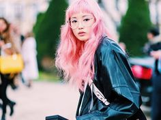 天氣不錯慵懶的帶點顏色出門晃晃吧 #streetstyle #FernandaLy @warukatta #pinkhair #weekendvibes #paris #AW17 #pink  via ELLE TAIWAN MAGAZINE OFFICIAL INSTAGRAM - Fashion Campaigns  Haute Couture  Advertising  Editorial Photography  Magazine Cover Designs  Supermodels  Runway Models