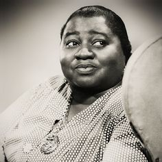 Born 1893 to former slaves in Wichita, Kansas, American stage actress, professional singer-songwriter, and comedian Hattie McDaniel made her first film appearan Vintage Hollywood, Hollywood Glamour, Classic Hollywood, Dorothy Dandridge, Whoopi Goldberg, Jackie Robinson, Denzel Washington, Naomi Watts, Steve Mcqueen