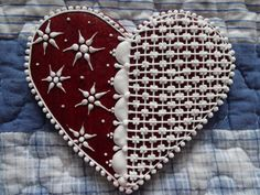 Heart Cookies, Christmas Goodies, Royal Icing, Cake Designs, Biscotti, Cookie Decorating, Candies, Gingerbread, Hearts
