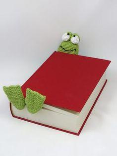 Henri le frog bookmark amigurumi crochet pattern by IlDikko Crochet Frog, Crochet Gratis, Crochet Amigurumi, Love Crochet, Crochet For Kids, Amigurumi Patterns, Knit Crochet, Crochet Patterns, Crochet Bookmarks