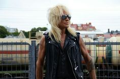 Michael Monroe opens exposition in Logomo