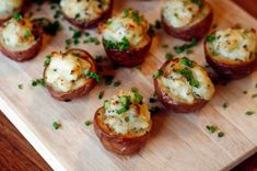 Twice baked potato bites are the ultimate party snack. With fresh chives and tangy vegan sour cream, they& be gone in a flash. Potato Appetizers, Vegan Appetizers, Vegan Snacks, Vegan Party Food, Vegan Food, Vegan Apps, Vegan Sour Cream, Potato Bites, Twice Baked Potatoes