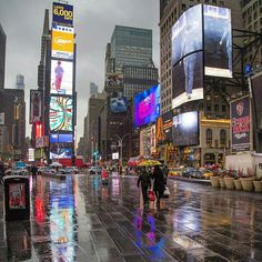 Welcome to New York   @leisheehan Via : @igworldclub_street . Tag #dicasdeferias and follow us . . #greatesttravels #wanderlust #trip #lpfanphoto #aplacetoremember #topview #vocenomundo #turistei #fantrip #trippics #vacationwolf #bbctravel;#bpmag #luxurytravel #bucketlist #missaovt #destinavo #luxwtprime #bestintravel #travel #cartaopostal #tonoadorofarm #viajar #dametraveler #travelinchic #ig_usa #visitnyc #worldcaptures by dicasdeferias