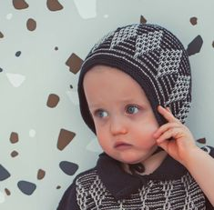 Vintage style inspired bonnet handknitted of Van Beren Organic Cotton Yarn for baby boys and toddler in two colour diamond pattern.Each piece of knit is hand knitted in Austria by order. Knitting needs time and muse:Delivery within weeks after order. Cotton Plant, Organic Cotton Yarn, Hand Knitting, Knitting Patterns, Vintage Style, Vintage Fashion, Natural Clothing, Diamond Pattern, Colored Diamonds