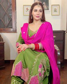 Pakistani Dresses Casual, Indian Fashion Dresses, Dress Indian Style, Pakistani Dress Design, Indian Designer Outfits, Bridal Suits Punjabi, New Punjabi Suit, Punjabi Suits Party Wear, Punjabi Suit Simple