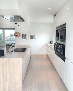 No photo description available. Kitchen Inspirations, House Design, New Homes, Kitchen Ideals, Home Kitchens, Open Plan Kitchen Living Room, Home, Kitchen Design, Barn Kitchen