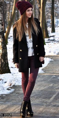 Discover the latest fashion trends from the most fashion forward women around the world. Fashion Wear, Fashion Outfits, Womens Fashion, Cold Weather Outfits, Winter Outfits, Burgundy Leggings, Outfits Otoño, Zara, Vogue