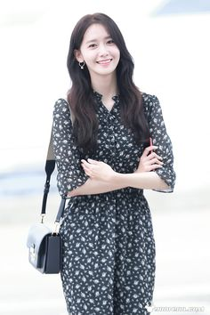 SNSD's Yoona at Incheon Airport off to Taiwan Sooyoung, Yoona Snsd, Girls Generation, Asian Woman, Asian Girl, Yuri, Ugly Outfits, Instyle Magazine, Cosmopolitan Magazine