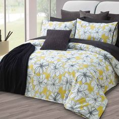 Bright white flowers, outlined in black, float on a chartreuse background. This is elegantly bordered with a black bias edge.        300 Thr...