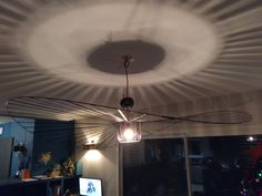Réplique de la célèbre suspension Ceiling Lights, Lighting, Home Decor, Arredamento, Decoration Home, Room Decor, Lights, Outdoor Ceiling Lights, Home Interior Design