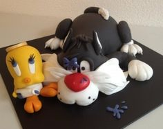 @KatieSheaDesign Likes-->  #Cake Sylvester and Tweety By Puck35 on CakeCentral.com