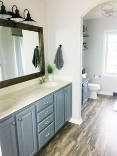 A builder-grade bathroom gets the farmhouse treatment. Get every rustic detail from Must Have Mom.