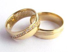 Alianças em Ouro Amarelo e Brilhantes- LU0036 #gabrielaaiex #designerjoias #aliança #noivos #casamento #ouro #brilhantes #noiva #personalizada #brilhantes www.gabrielaaiex.com.br
