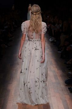 The Blue Fairy- Valentino star dress jαɢlαdy Runway Fashion, High Fashion, Fashion Show, Fashion Design, London Fashion, Ellie Saab, Catwalks, Beautiful Gowns, Dream Dress