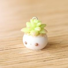 Here's a very simple but cute potted succulent charm I made last weekend while I was playing around with some clay. I just felt like making some type of succulent creation so here it is! If you would like to know how to make a basic succulent Fimo Kawaii, Polymer Clay Kawaii, Polymer Clay Charms, Polymer Clay Jewelry, Diy Fimo, Crea Fimo, Polymer Clay Projects, Polymer Clay Creations, Resin Crafts