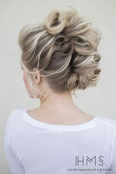 See our great hair updos for the Christmas or New Year's Eve party. Mohawk Updo, Mohawk Hairstyles, Pretty Hairstyles, Wedding Hairstyles, Braided Mohawk, Bridesmaids Hairstyles, African Hairstyles, Hairstyle Ideas, Hair Ideas