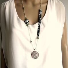 Sautoir bohème chic argenté noir et blanc, coton fleuri, Turquoise blanc, cristal noir : Collier par color-life-bijoux