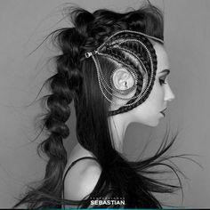 الجدائل المميزة رائجة جداً الآن. نحيي _courteneybrown@ المرشح لحفل جوائز SebastianWNA ،على تسريحة الجدائل المدهشة هذه.  WOW #braids are SO in right now. Shotout to SebastianWNA candidate @courteneybrown_ for this insane braided zip look. #hairstyle