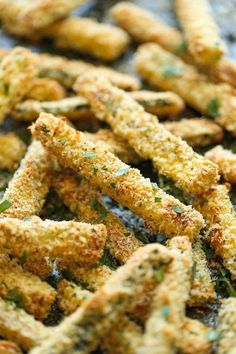 Healthy Snacks Baked Zucchini Fries - These fries are amazingly crisp-tender and healthy with just calories. And no one would ever believe that these are baked! Side Dish Recipes, Veggie Recipes, Vegetarian Recipes, Healthy Recipes, Easy Recipes, Tapas Recipes, Bread Recipes, Chicken Recipes, Recipies
