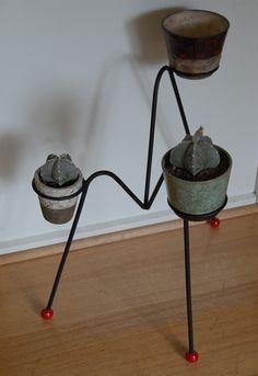 plant stand with vintage pots Plant Pots, Potted Plants, Plant Stands, Vases, Concrete, Planters, Patio, Outdoor, Vintage