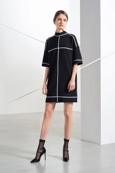 http://www.vogue.com/fashion-shows/pre-fall-2016/lisa-perry/slideshow/collection