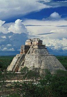 #Uxmal #Yucatán #MÉXICO  Mis bellas, raíces. Los mayas fueron los primeros en usar el cero. SARA. H  Tour By Mexico - Google+