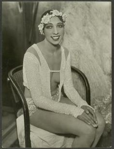 Josephine Baker, probably taken in 1928 at the Johann Strauss Theatre in Vienna. Photo by Atelier Willinger.